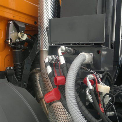 Centrální panel propojení hydraulického, pneumatického a elektrického okruhu